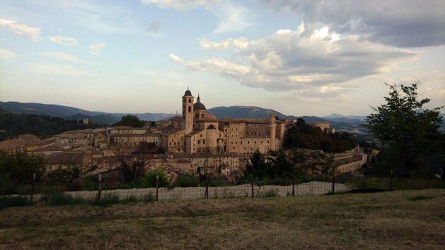 Urbino, vista panoramica della città dalla fortezza