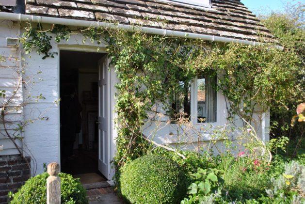 Monk's House, Rodmell, Virginia Woolf: camera della scrittrice, esterno