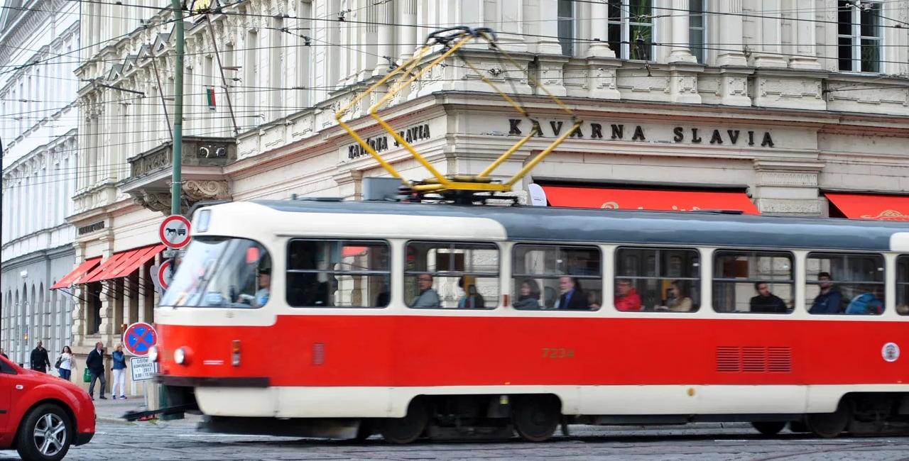 Tram nella città di Praga, Caffè Slavia