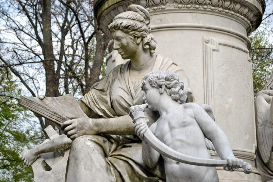 Berlino: Tiergarten, particolare del monumento a Goethe