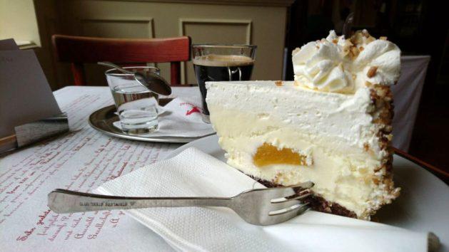 Praga, sosta al Café Louvre per ricaricarmi di zuccheri e caffè