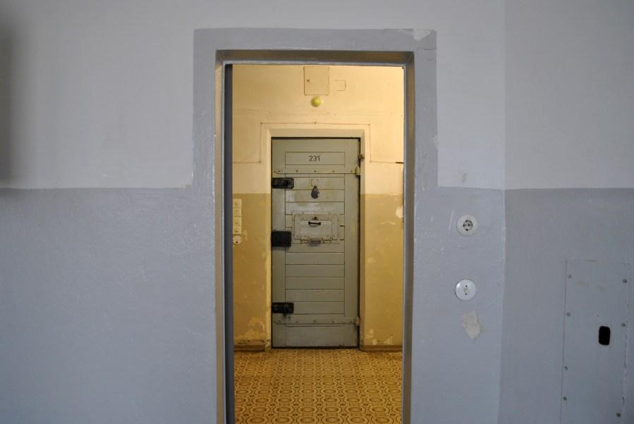 prigione di Hohenschönhausen, Berlino, porta di una cella