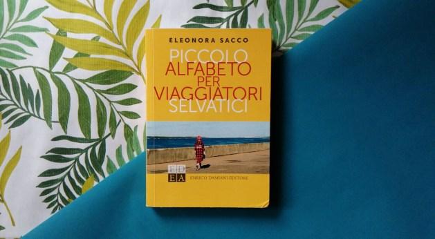 Piccolo alfabeto per viaggiatori selvatici, il libro di Eleonora Sacco | Particolare della copertina su fondo colorato.