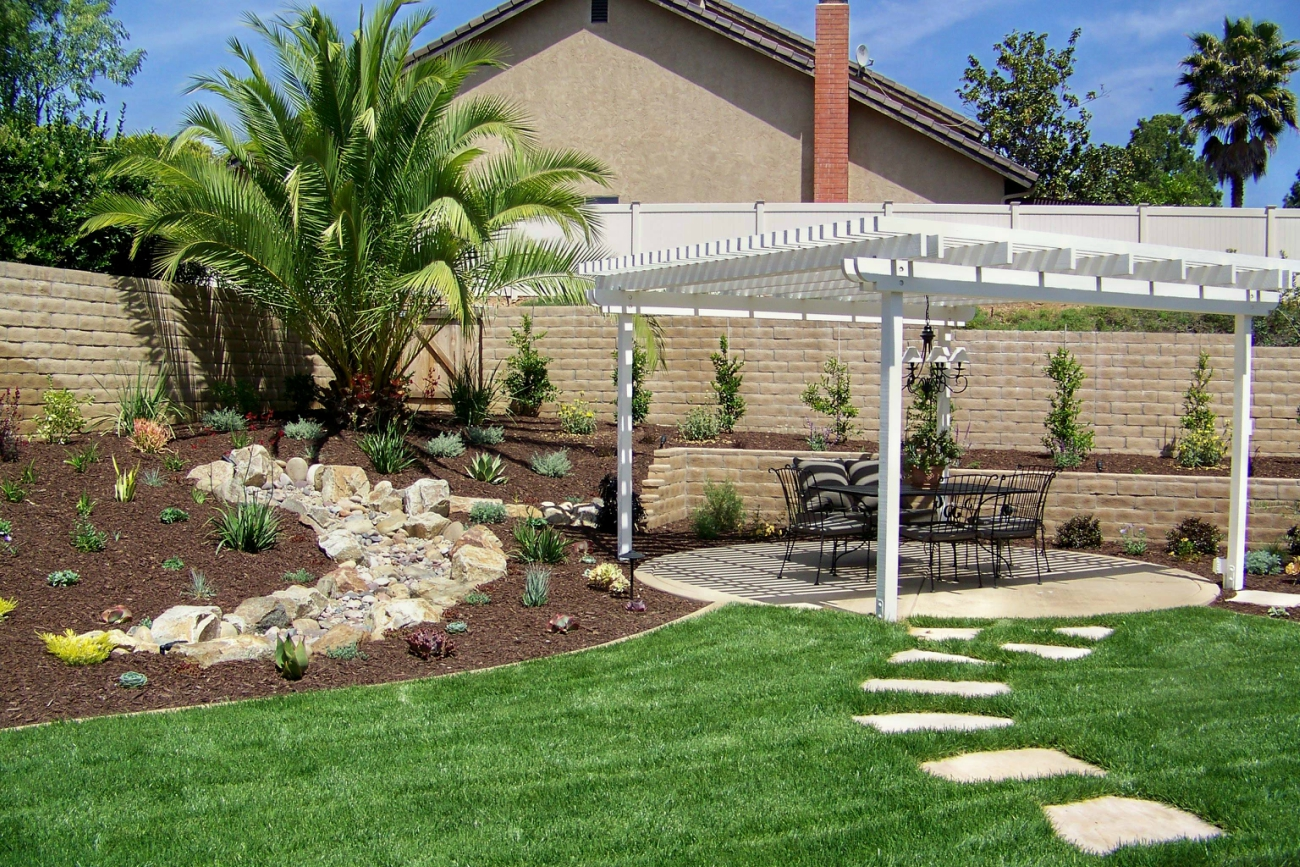 Outdoor Living - Letz Design on Backyard Lawn Designs  id=98564