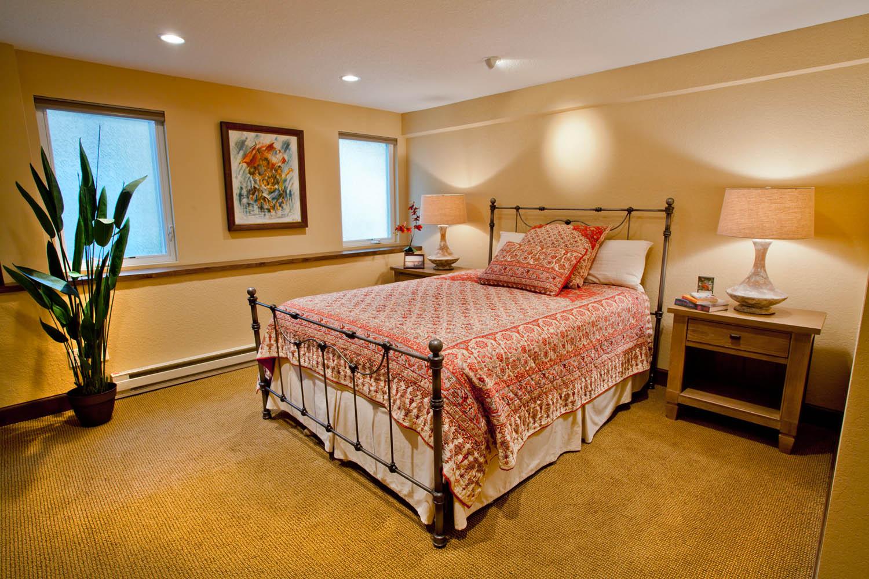Enhanced-Italian-Traditional guest bedroom