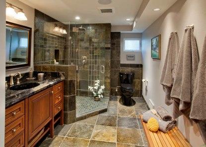 Enhanced-Italian-Traditional bathroom