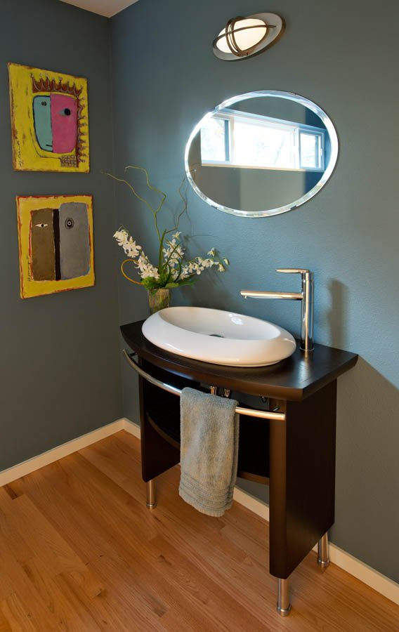 Ubo-Contemporary vanity with single sink