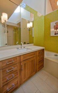 Retro guest bathroom and vanity