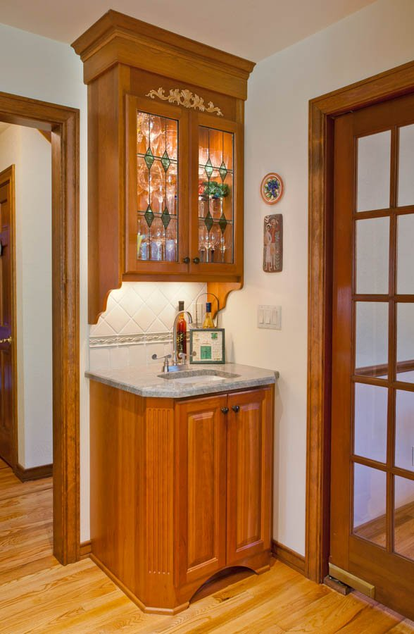 Traditional butler pantry remodel