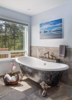 Clawfoot Tub in Bathroom Remodel
