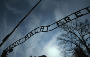 holocaust_gates_430_300_470x300