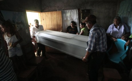 Friends carry the coffin of 19-year-old Isis Obed Murillo Mencia after his arrival at his home at the village of Santa Cruz de Guayape