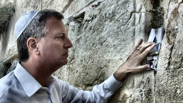 Public Advocate de Blasio leaving a prayer at the Western Wall in Jerusalem. (Original description from Flickr)