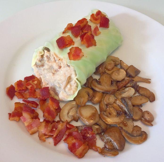 Spidskålswrap med tuncreme, sprødstegt bacon og fritterede champignons