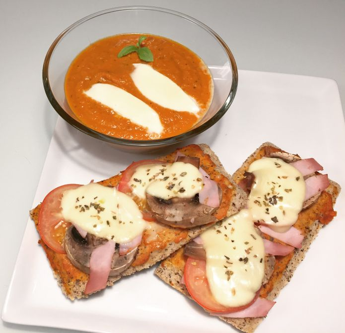 Hurtig, nem og smagfuld tomatsuppe med sprøde bruchetta's (Low-Carb)