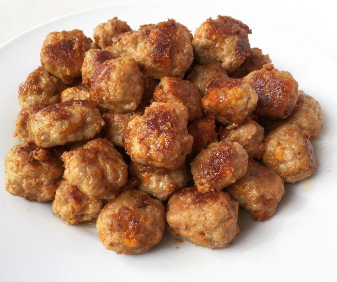 Gyldne mini-frikadeller med smeltende varm cheddarost