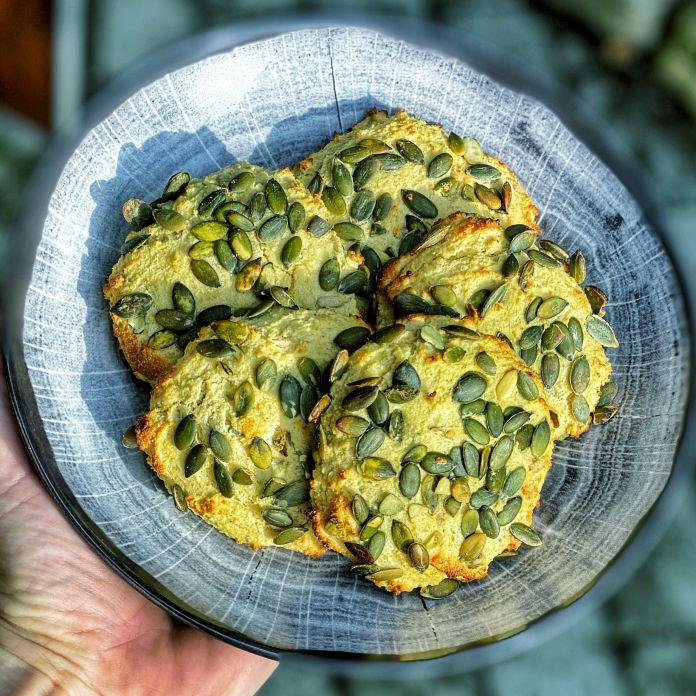 Nemme proteinboller med hytteost, hørfrø og græskarkerner - Glutenfri opskrift