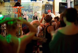 Budapeşte Gece Hayatı Szimpla KertBar Nerede - Fiyatlar