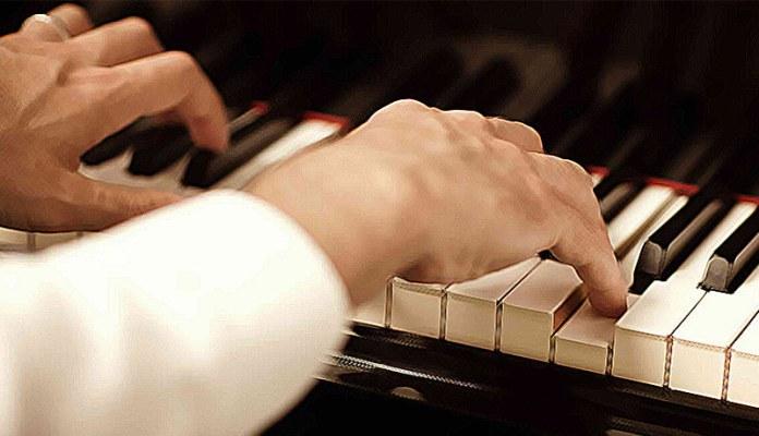 Piano hands concert-2