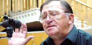 """Virgil Ogășanu în Studioul """"Mihai Zirra"""" al Radiodifuziunii"""