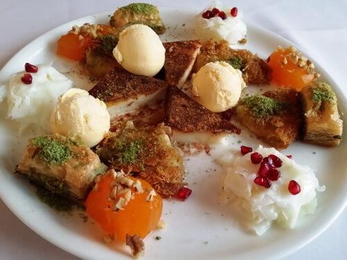 Platou cu deserturi turcești, Restaurant Harem București