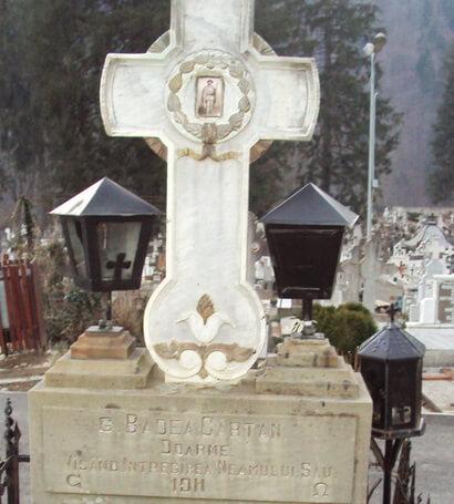 Morrmântul lui Badea Cârțan în Cimitirul Șețu din Sinaia