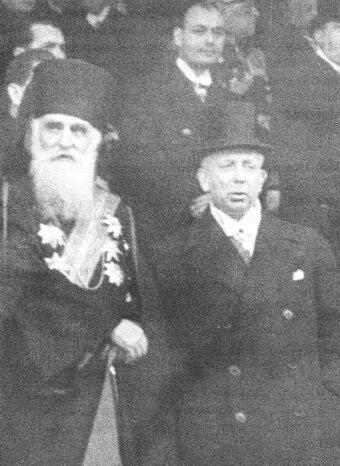 Octavian Goga, prim-ministru, împreună cu patriarhul Miron Cristea (1938). Sursa foto Dicționarul general al literaturii române, EK, București, EdituraUnivers Enciclopedic, 2005