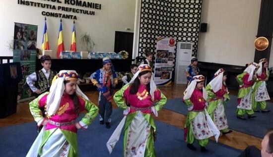 """Dansurile tradiţionale şi cântecele de primăvară la Festivalul """"Primăvara Comunitară"""", UDTR, 2017"""