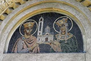 Sfinţii Împăraţi Constantin şi Elena, 1936–1937. Icoană de hram, luneta portalului de la Intrare, mozaic. Biserica Sfinţiii Împăraţi Constantin şi Elena, Constanţa