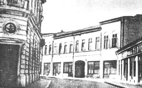 """Hotel """"Moldova"""" (""""Moldavia"""") din Ploiești. Fotografie din albumul """"I. L. Caragiale şi Prahova"""" de Ieronim Tătaru, Ploiești, Editura Premier, 2000"""