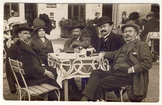 Coșbuc, Elena Coșbuc, Vlahuță, Vaida Voievod și Caragiale, la o terasă în București