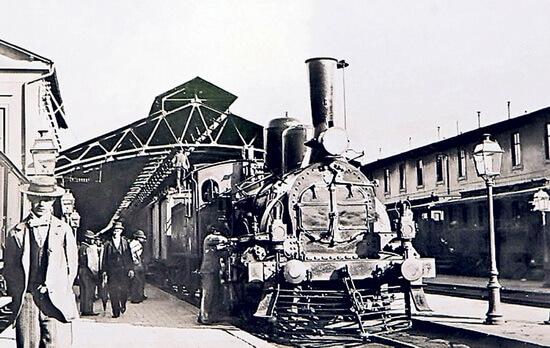 Tren vechi în Gara de Nord