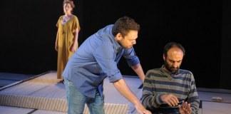 """Imagine din spectacolul """"Colonistul"""" de Noam Ghil, Teatrul Tmu-na din Tel Aviv"""