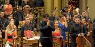 Orchestra Naţională Simfonică a României și dirijorul Cristian Măcelaru. Foto: Virgil Oprina, 2018