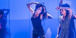 """Imagine din spectacolul """"Oameni, locuri & lucruri"""" de Duncan Macmillan, Teatrul Beit-Lessin din Tel Aviv"""