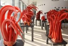 Sculpturi în sticlă de Ioan Nemțoi. Sursa foto: ICR