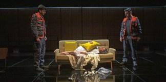 """Imagine din spectacolul """"Cauza decesului – necunoscută"""" de Motti Lerner, Teatrul Național Habima din Tel Aviv"""