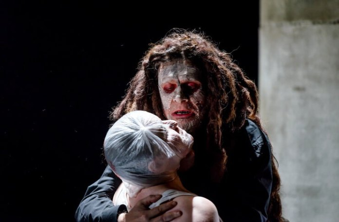 """Imagine din spectacolul """"Titus Andronicus"""" de William Shakespeare, Teatrul Național din Iași. Fotografie de Odin Moise"""