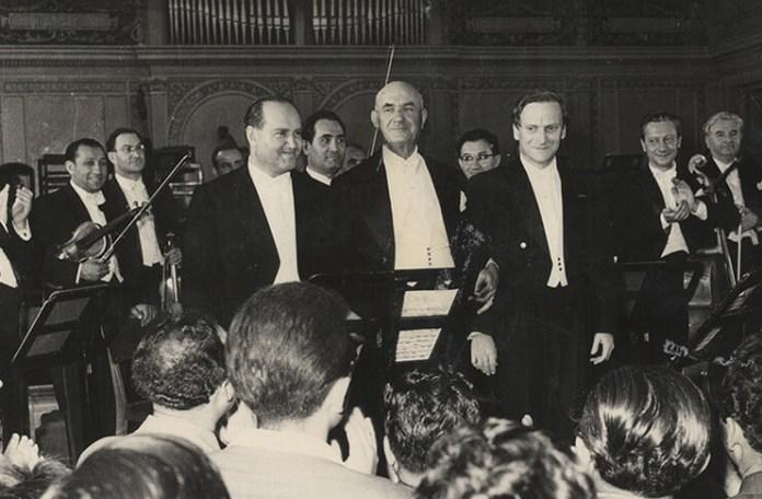 """George Georgescu, Yehudi Menuhin, David Oistrah la editia din 1958 a Festivalului Internațional """"George Enescu"""". Sursa foto Muzeul National George Enescu"""