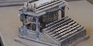 Mașină de scris de epocă