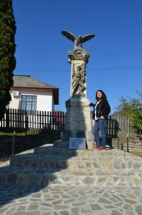 Troița eroilor din Primul Război Mondial din curtea Muzeului satului Galeș, Argeș