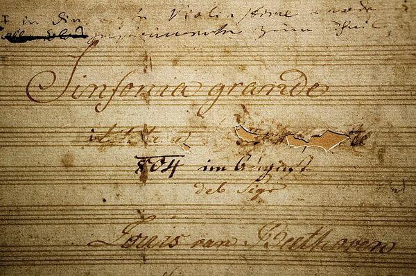Pagină de titlu a Simfoniei a III-a de Beethoven, cu dedicația către Napoleon Bonaparte, ștearsă de compozitor
