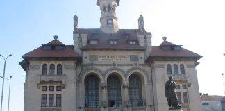Constanța, Muzeul de Istorie Naționala și Arheologie și statuia lui Ovidiu