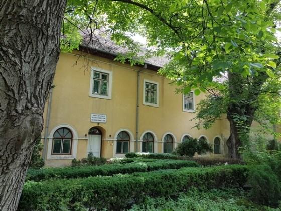 Vedere din curtea mănăstirii