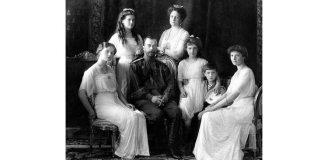 Familia imperială a Rusiei: Olga, Maria, Nikolai II, Alexandra Fiodorovna, Anastasia, Alexei, Tatiana, Crimeea, 1913