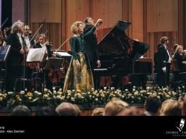"Alexandra Silocea, Vladimir Jurowski și Orchestra Simfonică Academică De Stat ""Evgeny Svetlanov"" din Rusia. Foto: Alexandru Damian, 2019 (1) (1)"