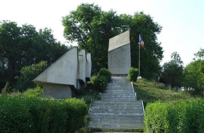 Monument în memoria masacrului de la Treznea din 9 septembrie 1940