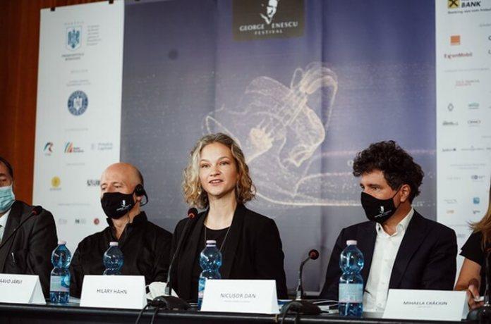 Dirijorul Paavo Järvi și violonista Hilary Hahn Foto Alex Daminan_2