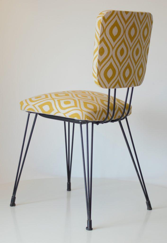 chaise des annees 70 aux pieds eiffel