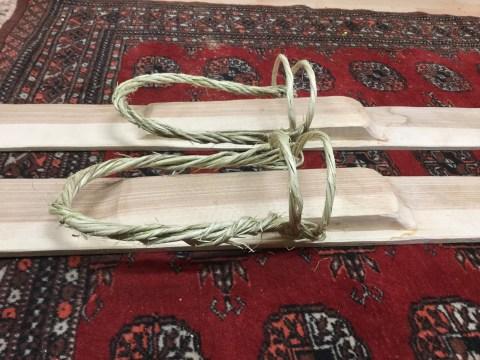 Nærbilde av binding på min rekonstruktion av skiene fra Reinheimen